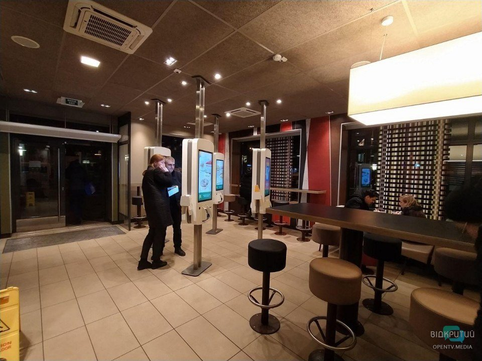 Что новенького: как выглядит Макдональдс на Старомостовой после реконструкции (ФОТО)