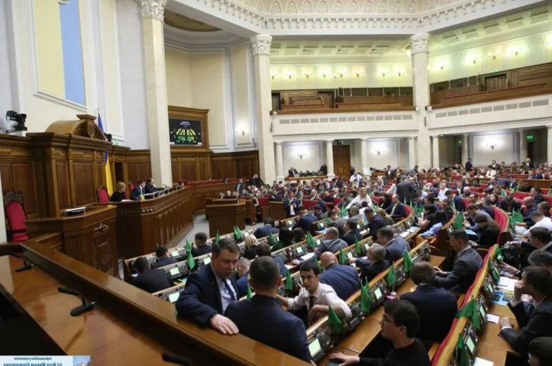 Верховная Рада закрылась на карантин