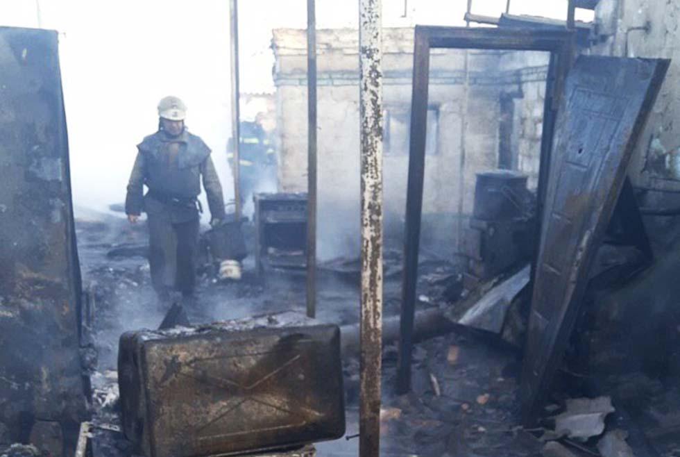 Все, что осталось от дома после пожара в селе Привольное