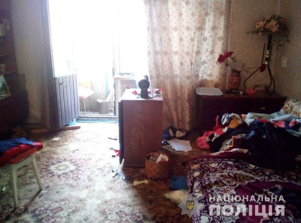 Ударил об стену и ограбил: под Днепром преступник напал на старушку