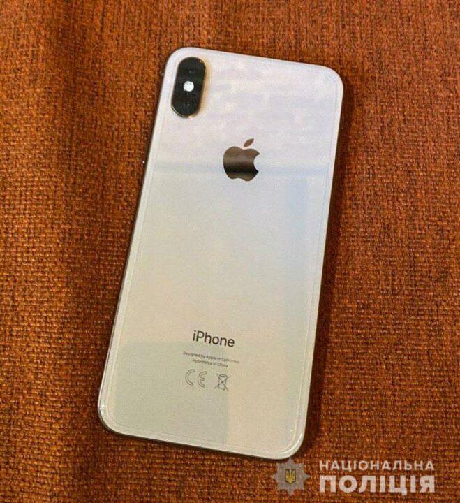 Вытащила Iphone X из кармана: в Днепре задержали воровку