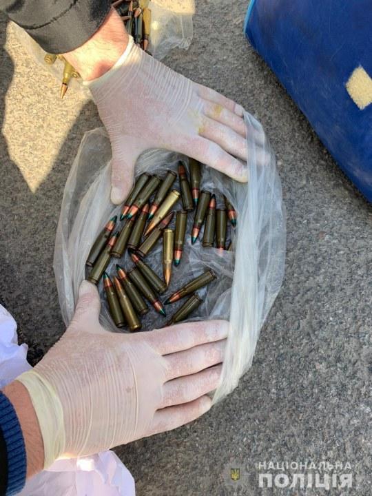 Продавал гранаты и патроны: в Днепре задержали торговца боеприпасами