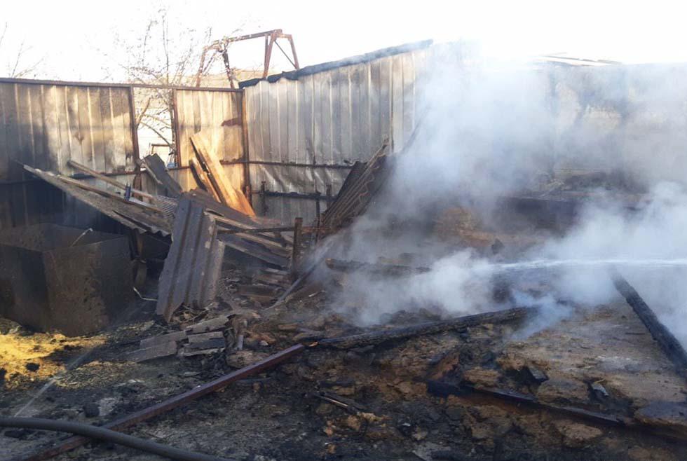 Пожар в Днепре: горел дом и хозяйственные постройки