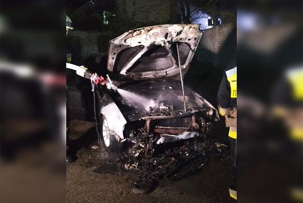 В Днепре на улице Ефремова сгорел автомобиль