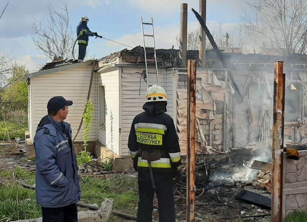 В Днепре горел одноэтажный дом