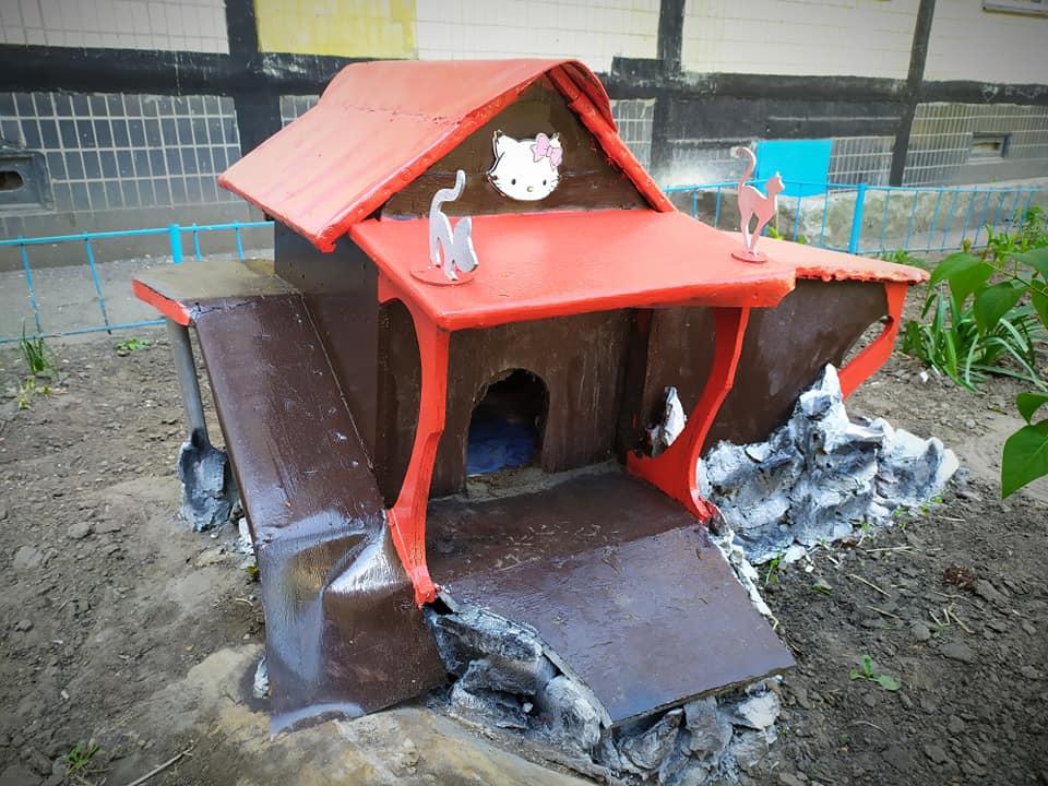 """В Днепре на проспекте Мира появился """"кошкин дом"""""""