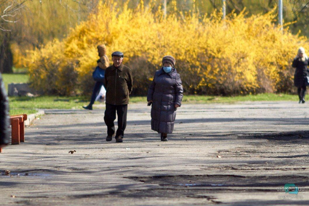 Гуляющие пенсионеры