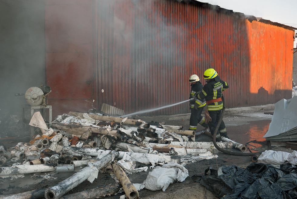 Пожар в Днепре на складе вторсырья