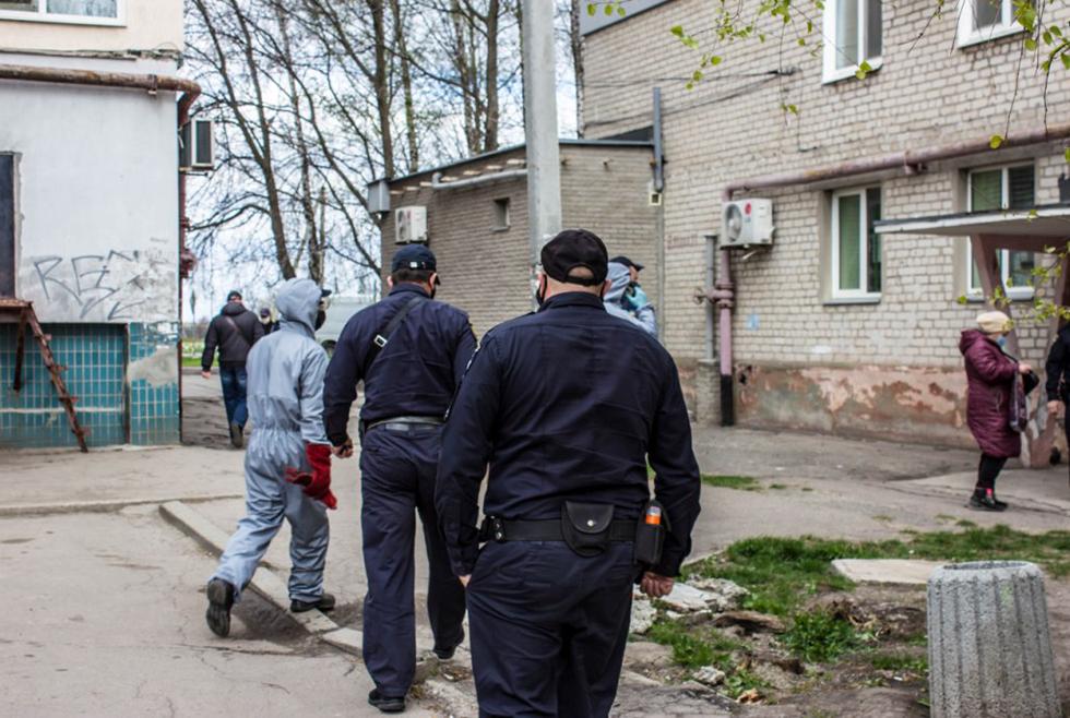 Под Днепром чрезвычайники спасли старушку, которая долгое время не выходила на связь
