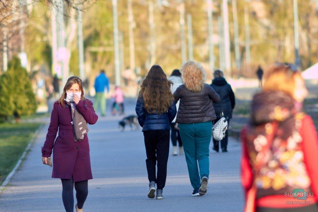 Прогулки не запрещены, однако власти просят воздержаться от посещения общественных мест без надобности
