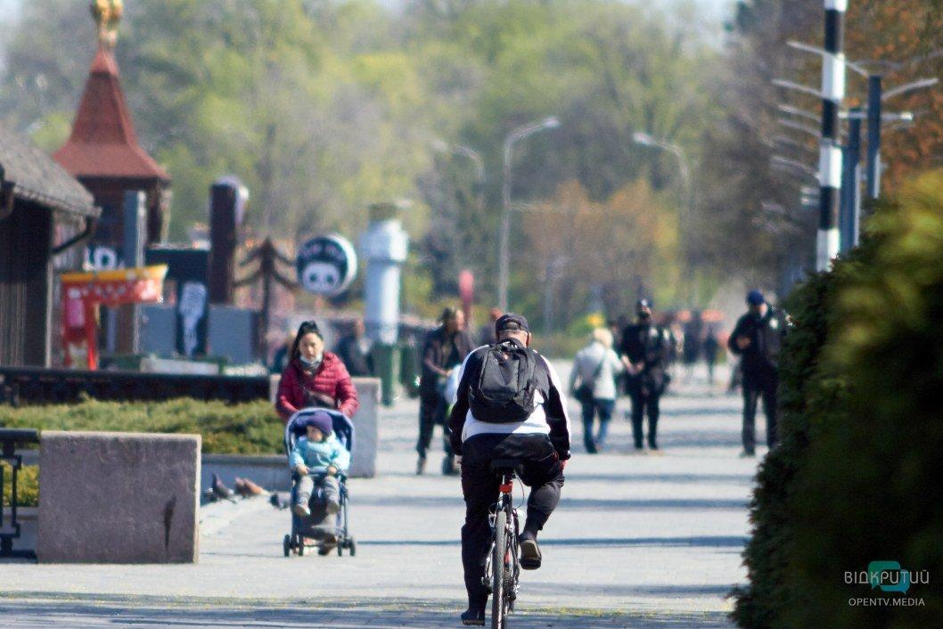 Велосипедисты на набережной Днепра