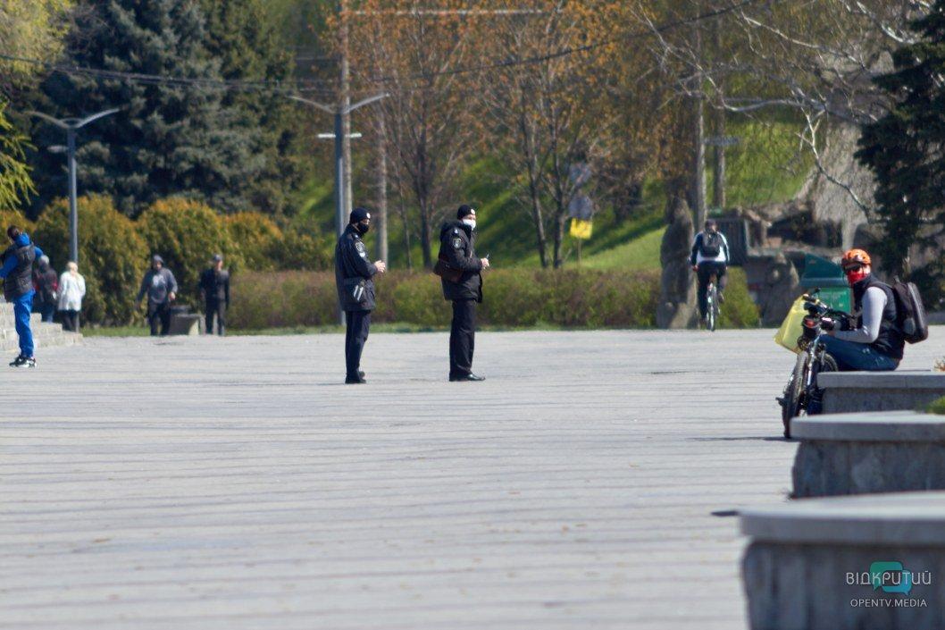 За порядком следят полицейские
