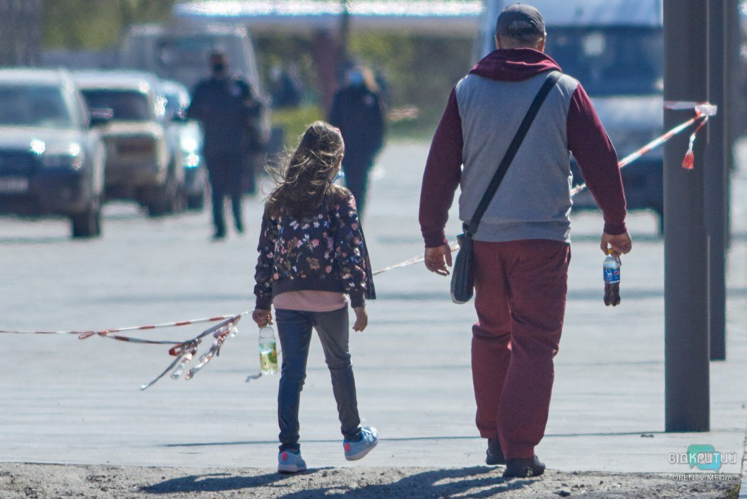 """Вечерние прогулки в сквере """"Прибрежный"""" для жителей города под запретом до конца карантина"""