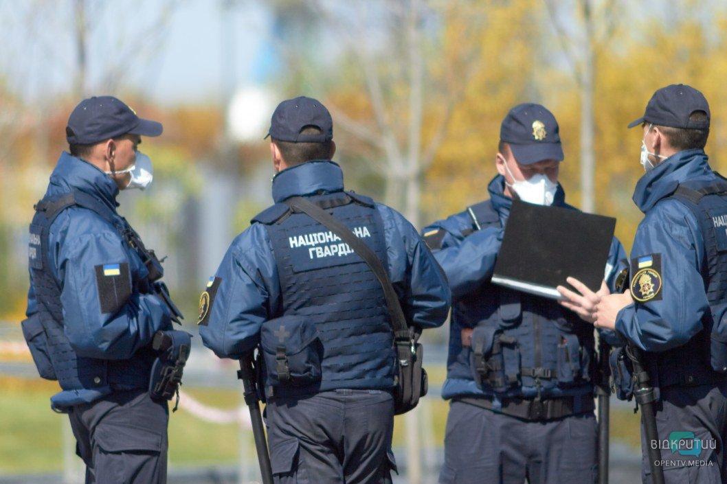 Входы в сквер под наблюдением правоохранителей