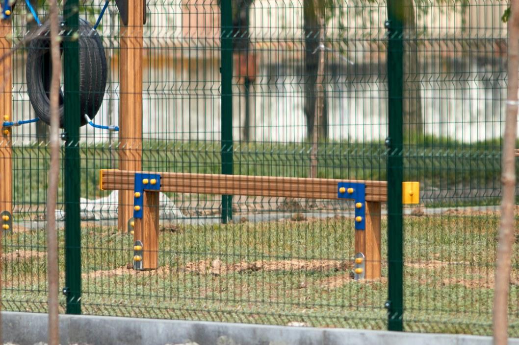 """На площадке установлена первая в Днепре """"полоса препятствий"""" для дрессировки псов"""
