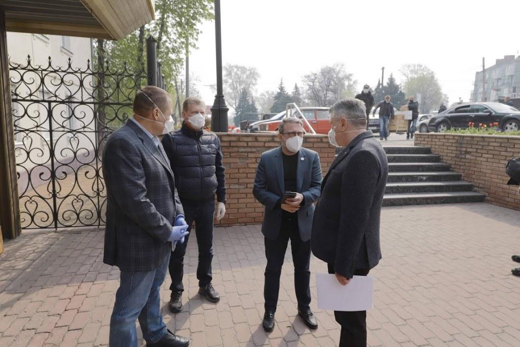 Борис Филатов и Геннадий Корбан передали областному лабораторному центру новую лабораторию ПЦР-тестов на COVID-19