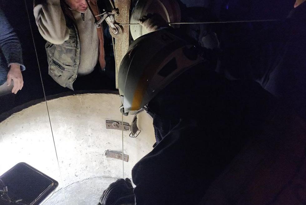 В Днепре мужчина упал в 23-метровый колодец