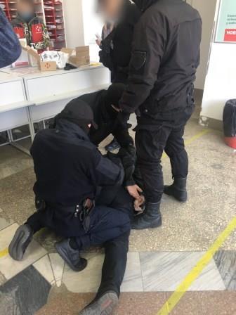 Задержание подозреваемого на почте