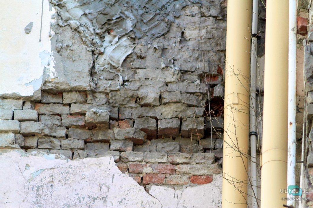 Разрушения открывают взору нелицеприятную картину