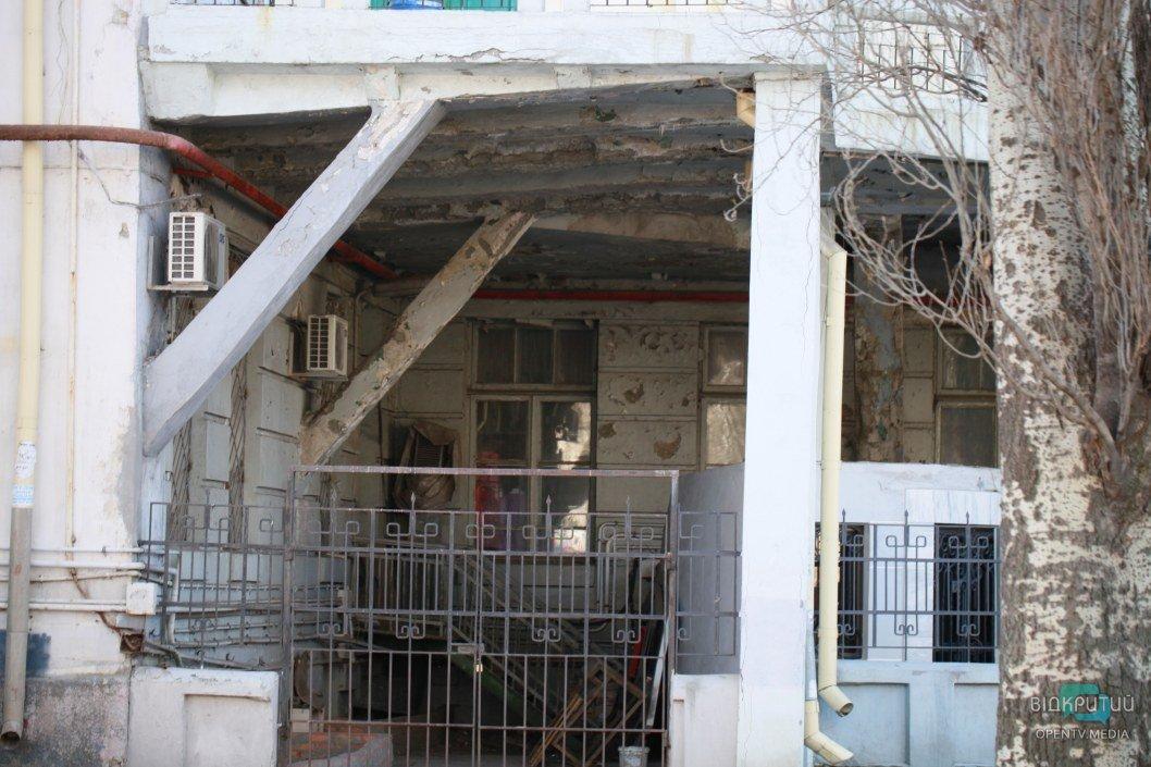 Межэтажные перекрытия рассохлись и осыпаются