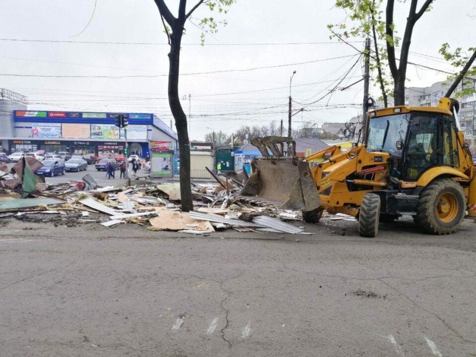 В Днепре на ж/м Тополь-2 массово снесли МАФы