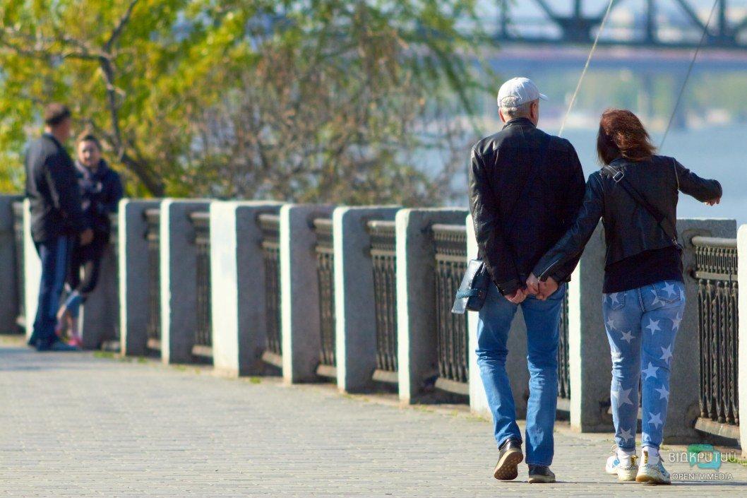Весна – время для прогулок за руку с любимым человеком