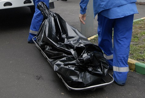 В Днепре на 12 квартале нашли мертвого молодого мужчину (ФОТО 18+)
