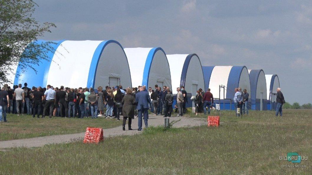 Авиакатастрофа в Днепре: попрощаться с погибшими пришли больше 100 человек (ФОТО)