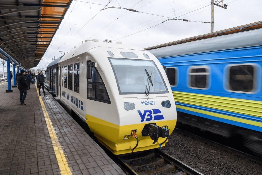 Первые ласточки: Укрзалізниця открыла продажу билетов на поезда по Украине