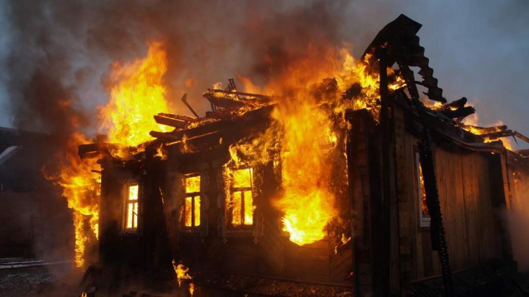 На Днепропетровщине горел торговый павильон (ФОТО)