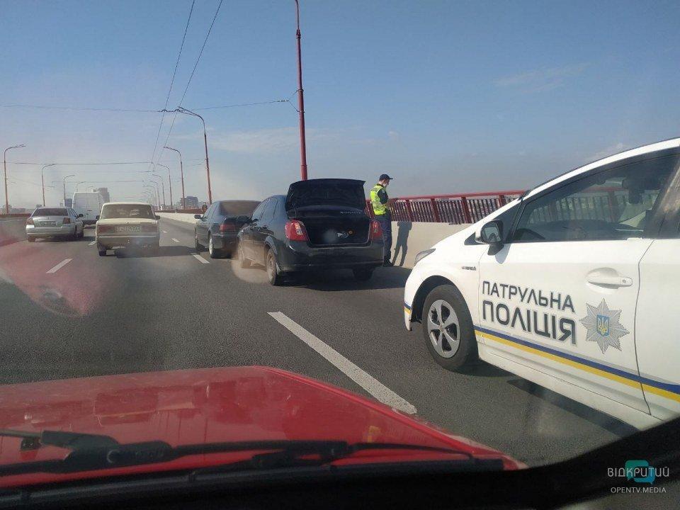 Объезжай: на Новом мосту образовалась пробка из-за ДТП (ФОТО)