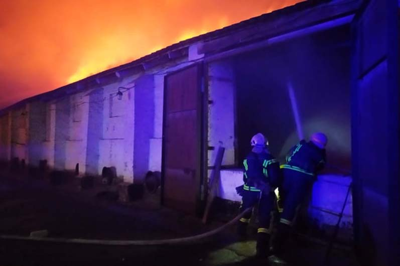 Под Днепром случился пожар на сельскохозяйственном предприятии (ФОТО)