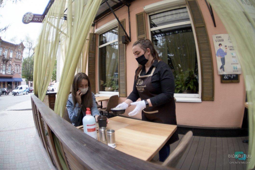 Первые ласточки: как кафе и рестораны Днепра открыли летние террасы и обслуживают посетителей (ФОТОРЕПОРТАЖ)