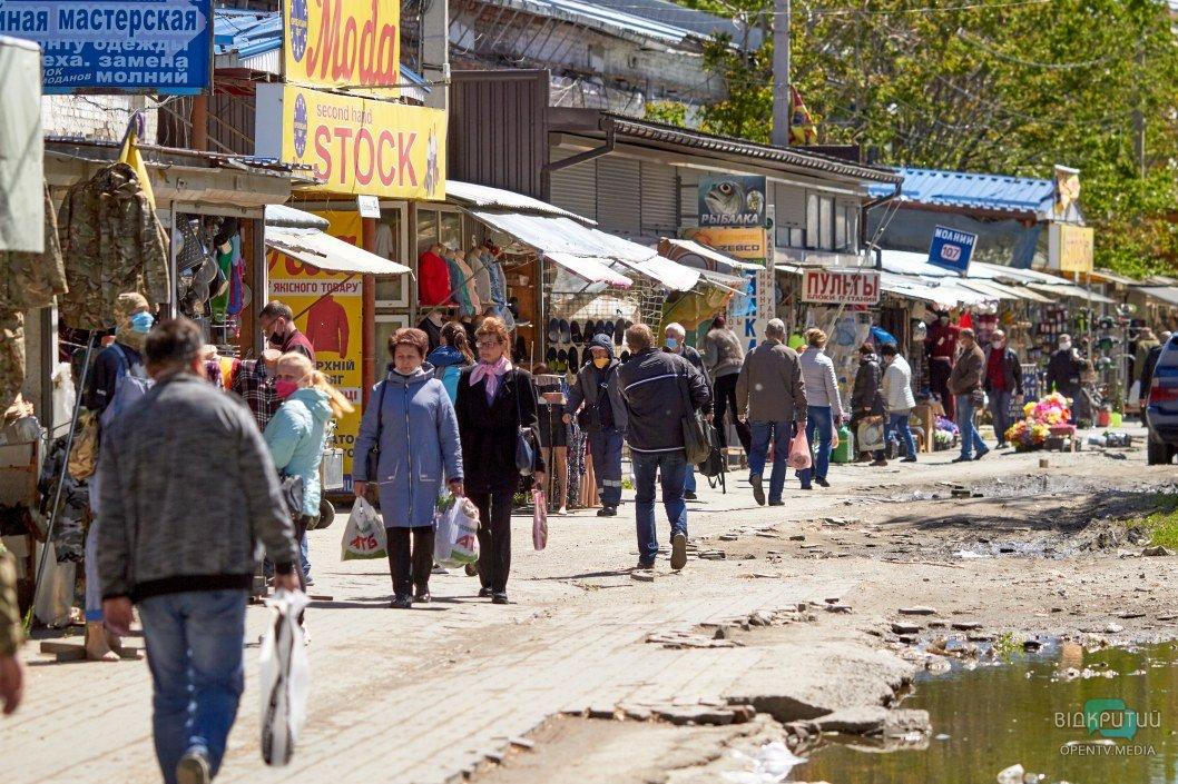 Охрана, толпы народа и открытые магазинчики: что сейчас происходит на Озерке (ФОТО)
