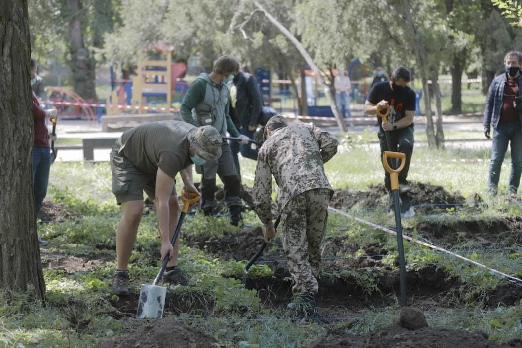В Днепре начались раскопки в Севастопольском парке: ищут настоящую могилу Поля (ФОТО, ВИДЕО))