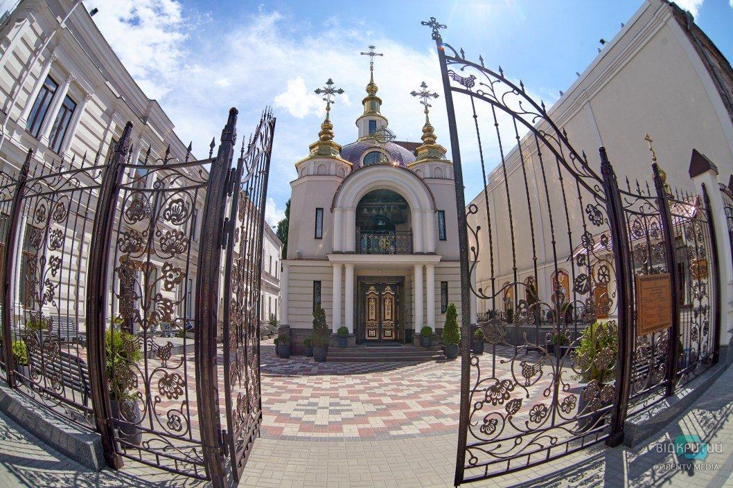 Второй этап смягчения карантина: в Днепре заработали церкви (ФОТОРЕПОРТАЖ)