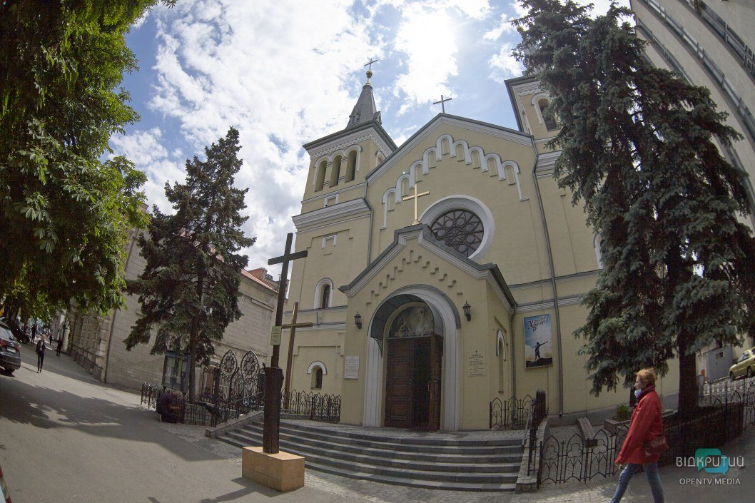 Как в Днепре работают церкви во время карантина (ФОТОРЕПОРТАЖ)
