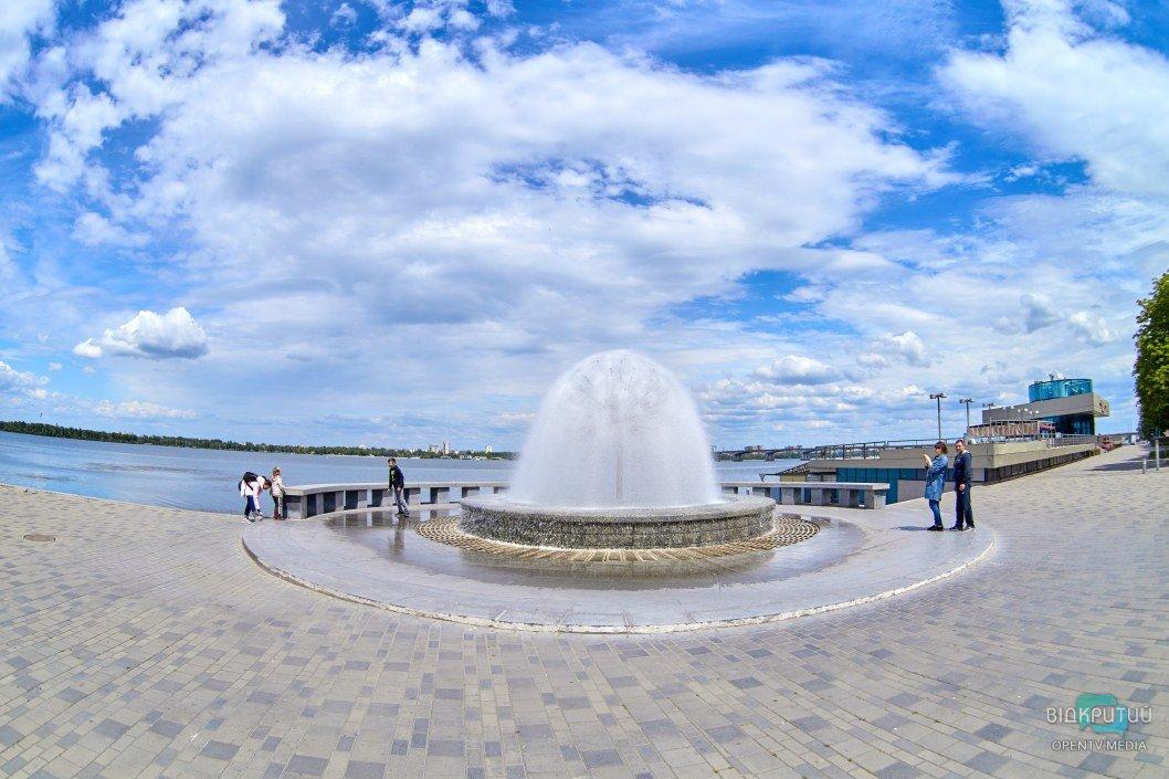 Город оживился: в Днепре массово заработали городские фонтаны (ФОТОРЕПОРТАЖ)