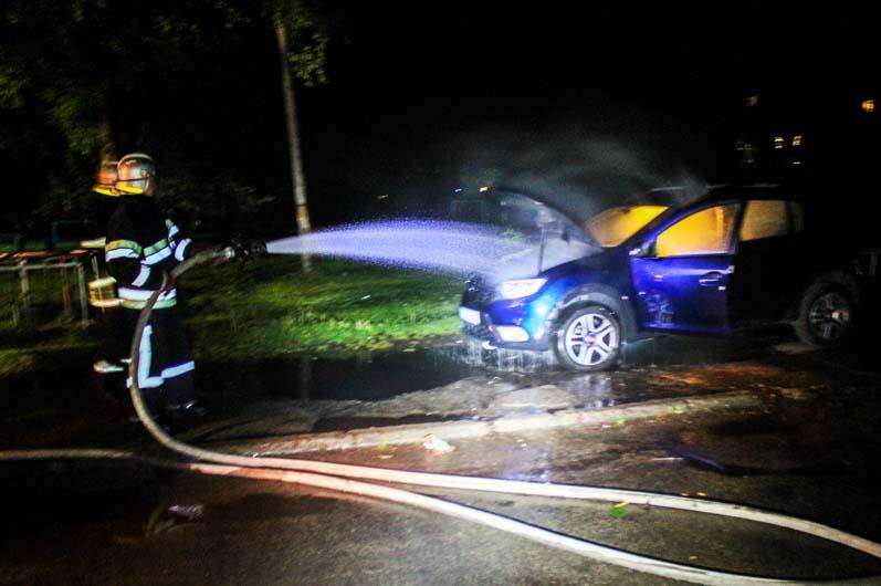 Огненное сердце: под Днепром горел легковой автомобиль (ФОТО)
