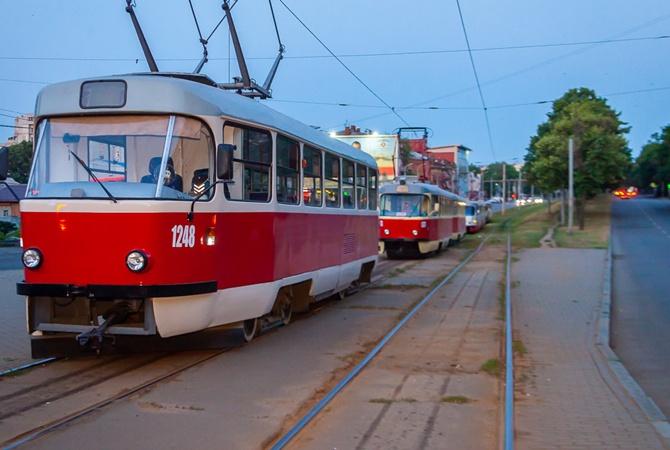 В Днепре водитель трамвая делает интересные фото, курсируя по городу (ВИДЕО)