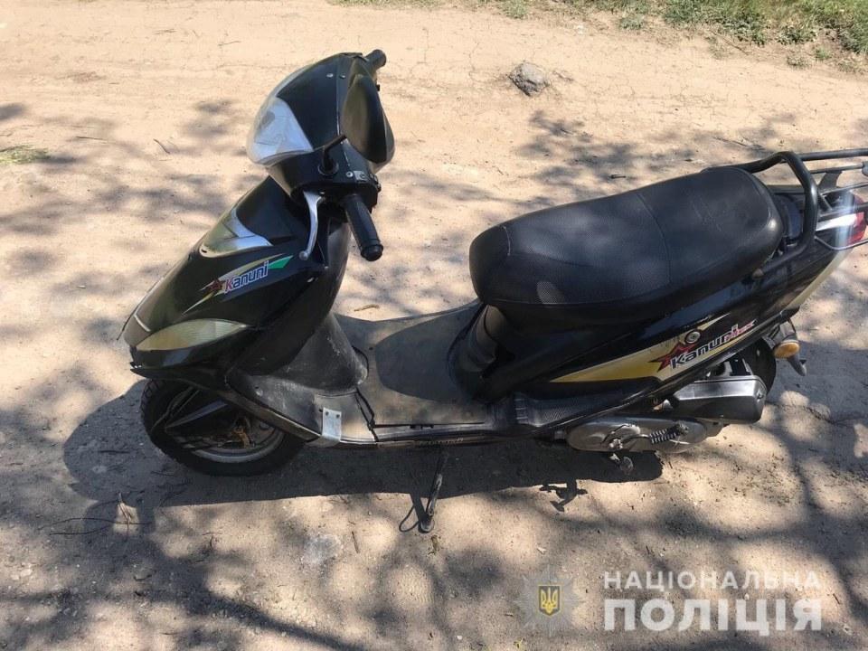 Под Днепром злоумышленник украл мопед и бензопилу у местного жителя