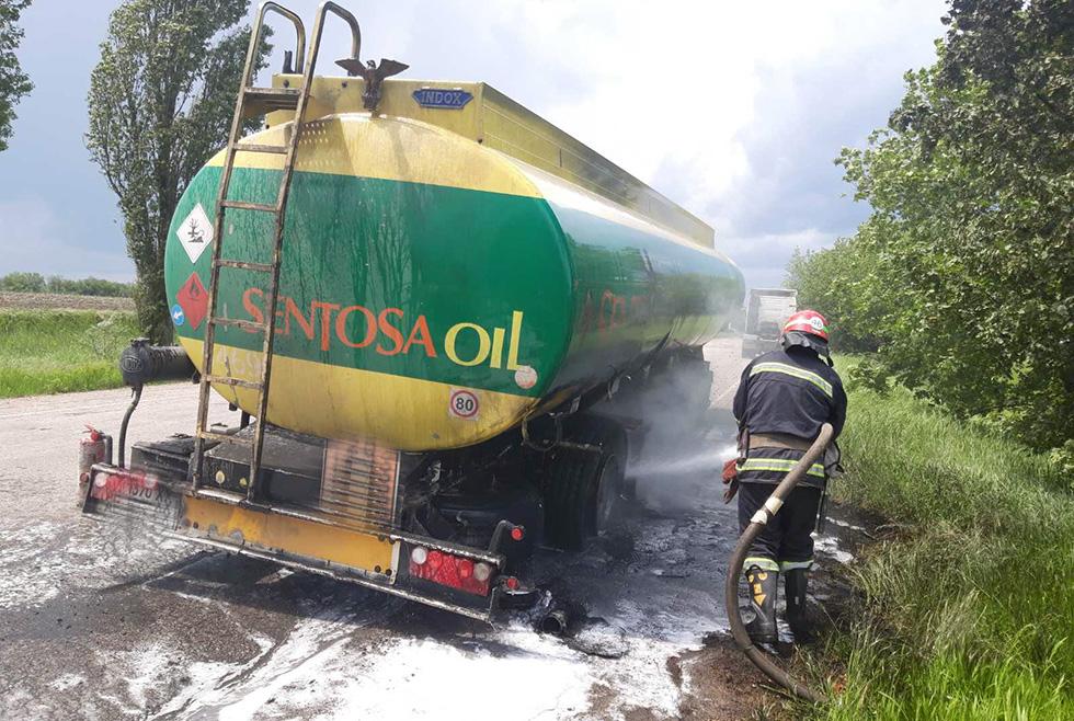 Опасный маршрут: на Днепропетровщине загорелся бензовоз (ФОТО)