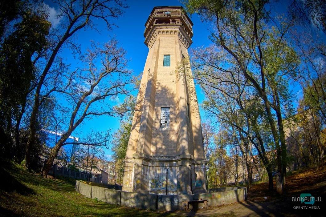 Кругосветка по Днепру: где в городе спрятаны кенгуру, «пизанская башня» и дом Гауди (ФОТО)