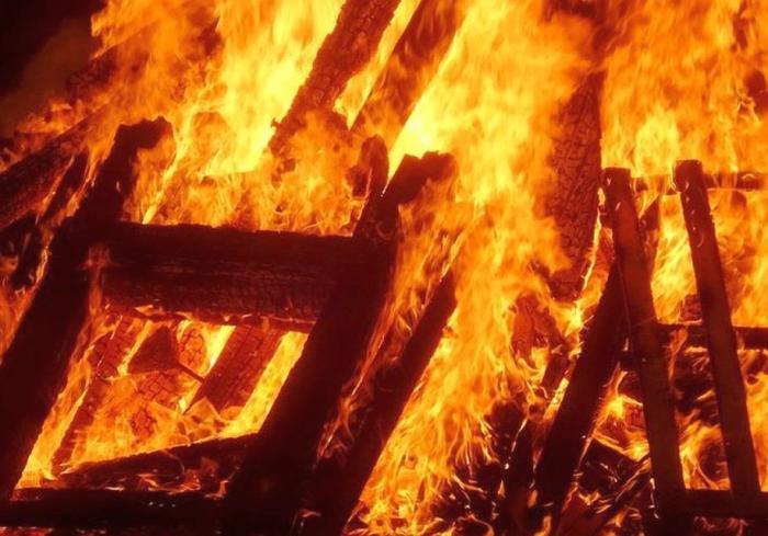 В Днепре на Шинной горело здание со стройматериалами