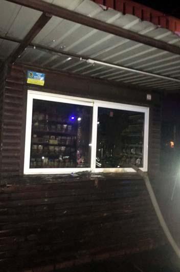 Под Днепром горел торговый киоск
