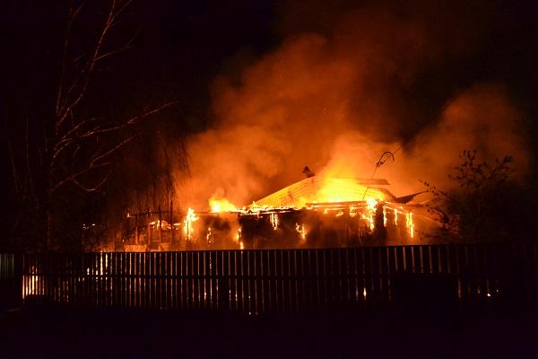 Под Днепром сгорел частный дом: огонь уничтожил все имущество жильцов (ФОТО)