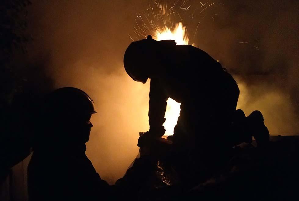 Тушили больше часа: на Днепропетровщине горел частный дом (ФОТО)