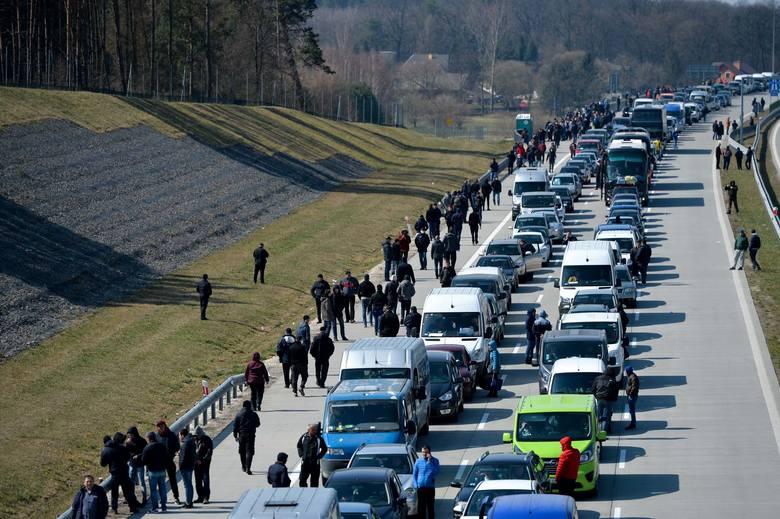 Зеленский рассказал, как и кого будут отпускать на заработки в Европу