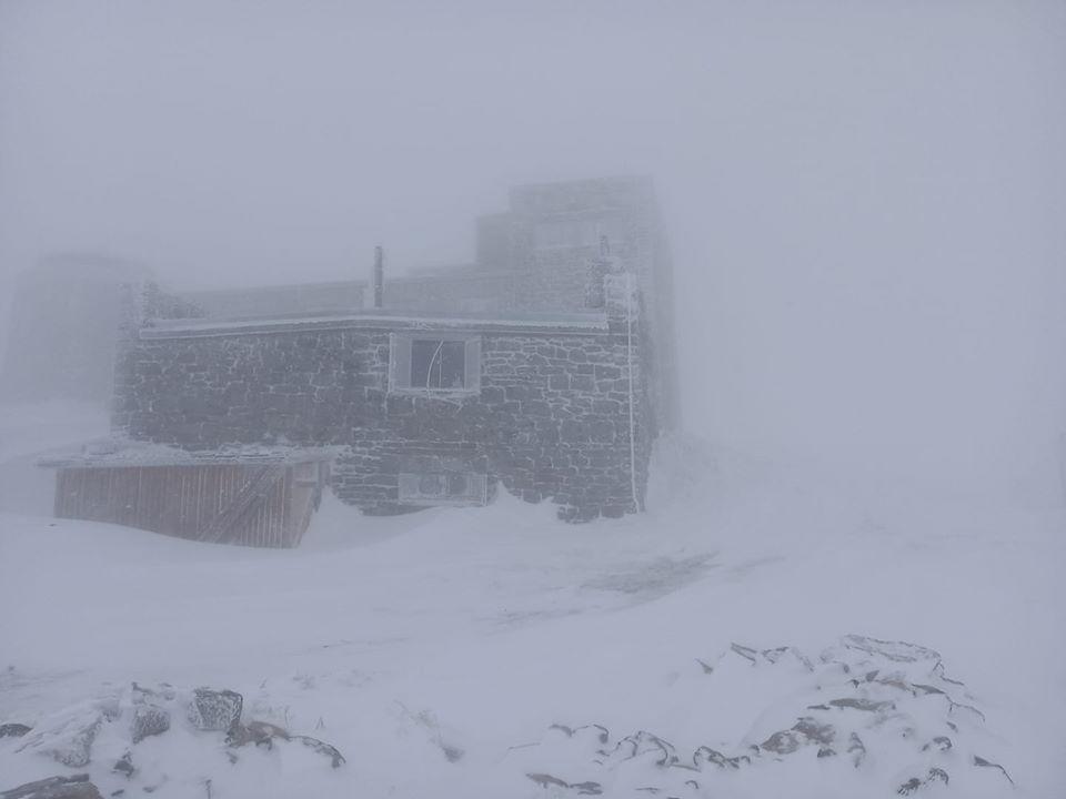Снег в Карпатах в мае