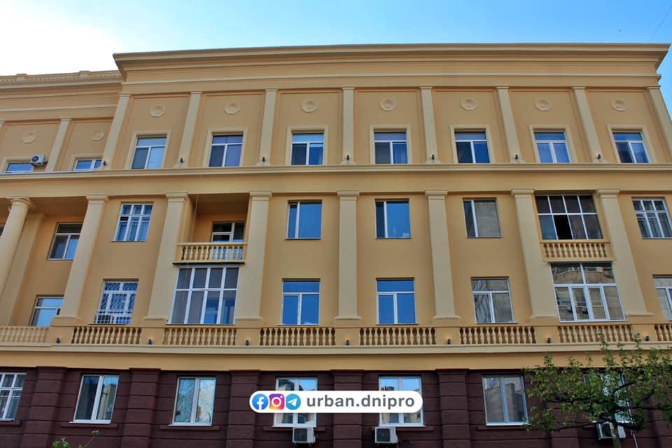 В Днепре закончили ремонт 80-летнего здания на Короленко (ФОТО)